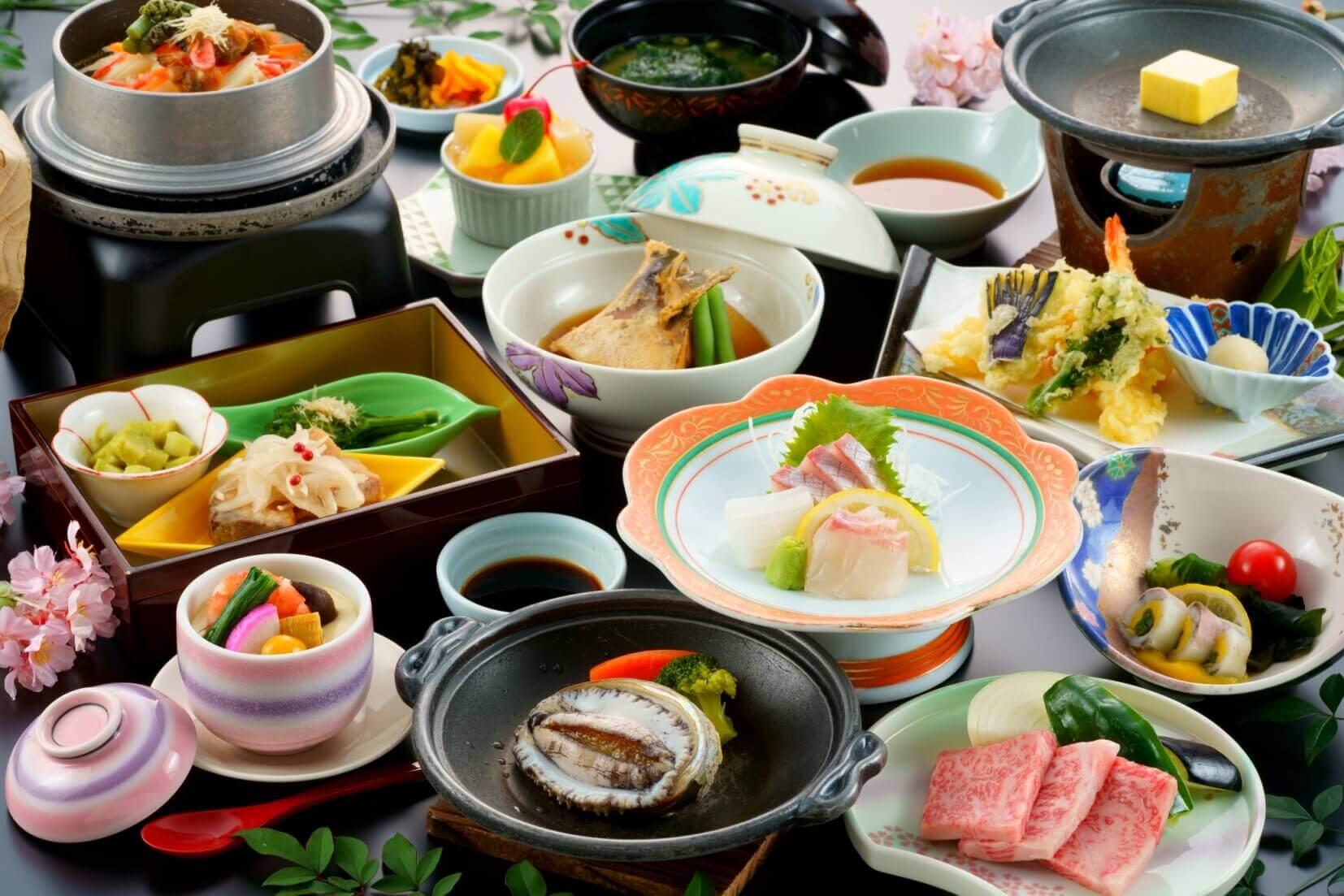 アワビ踊り焼付のご夕食(一例)